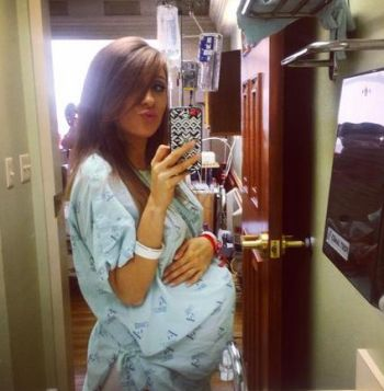 Nikkole is posting plenty of pre-labor duckface hospital selfies. (As you do)